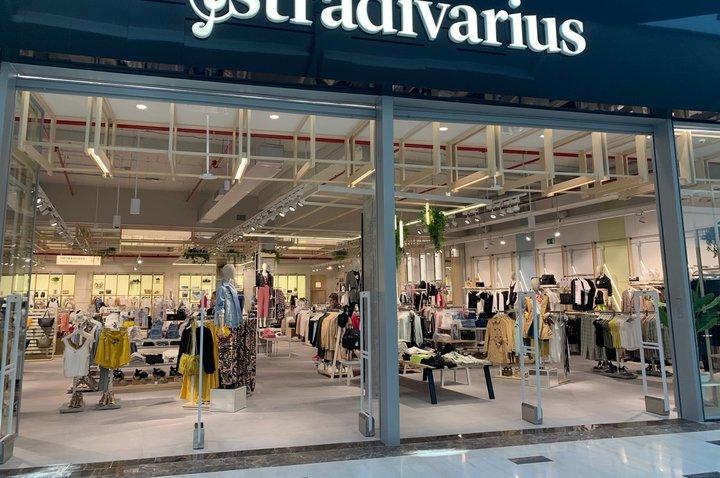 Massimo Dutti Y Stradivarius Se Renuevan En Tresaguas Revista Centros Comerciales